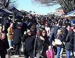 Crowded market in Melbourne as Victoria records biggest spike in coronavirus cases in three months