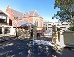 Sydney school St Vincent's College in Potts Point closes after student tests positive to COVID-19