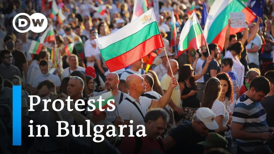 Bulgarians take to the streets to protest corruption   Focus on Europe